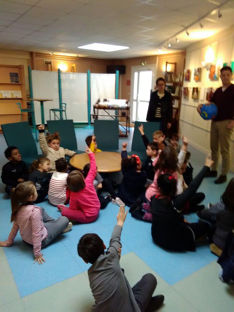 Visite de l'exposition de Benoit Ménard par une classe de l'école Jean Zay
